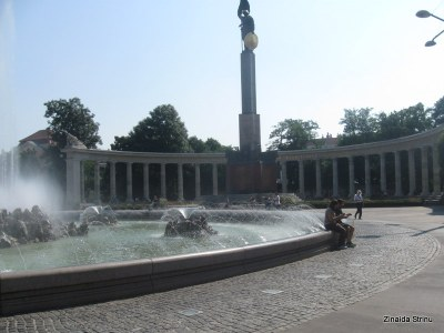 viena-monumentul-armatei-rosii-1